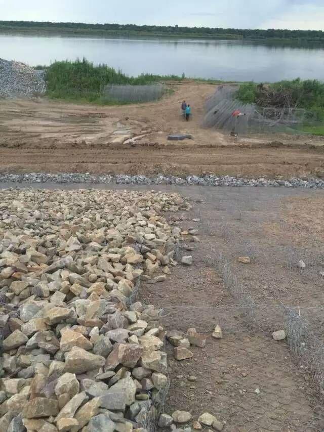 绿滨垫网笼填充坚固块石